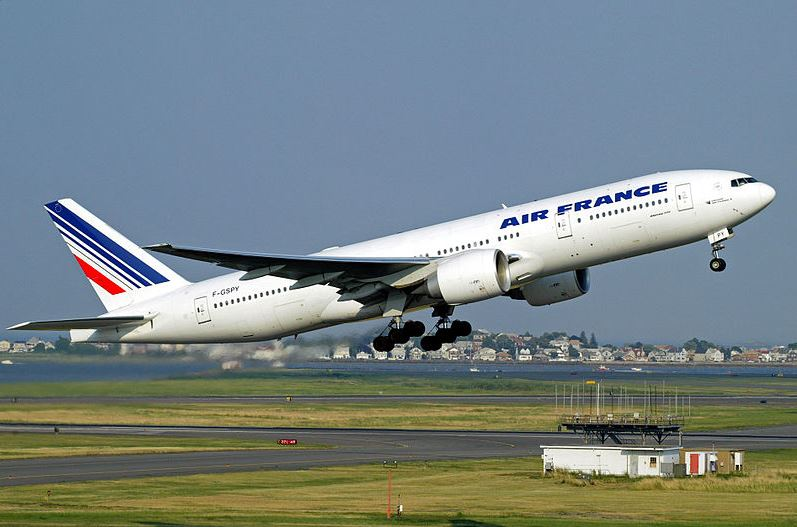מחיר כרטיס טיסה החל מ- 1179 דולרים. מטוס בואינג 777 של 'אייר פראנס' | צילום: מתוך וויקיפדיה