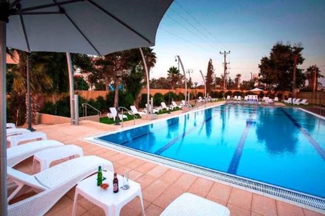 בריכה מפוארת. מלון אירוס המדבר| צילום: אורן אלכסנברג