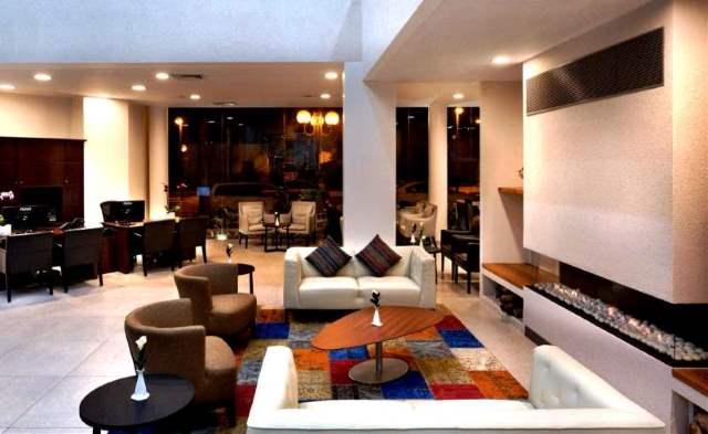 לובי נעים ומזמין. מלון אירוס המדבר| צילום: אסף פינקוס