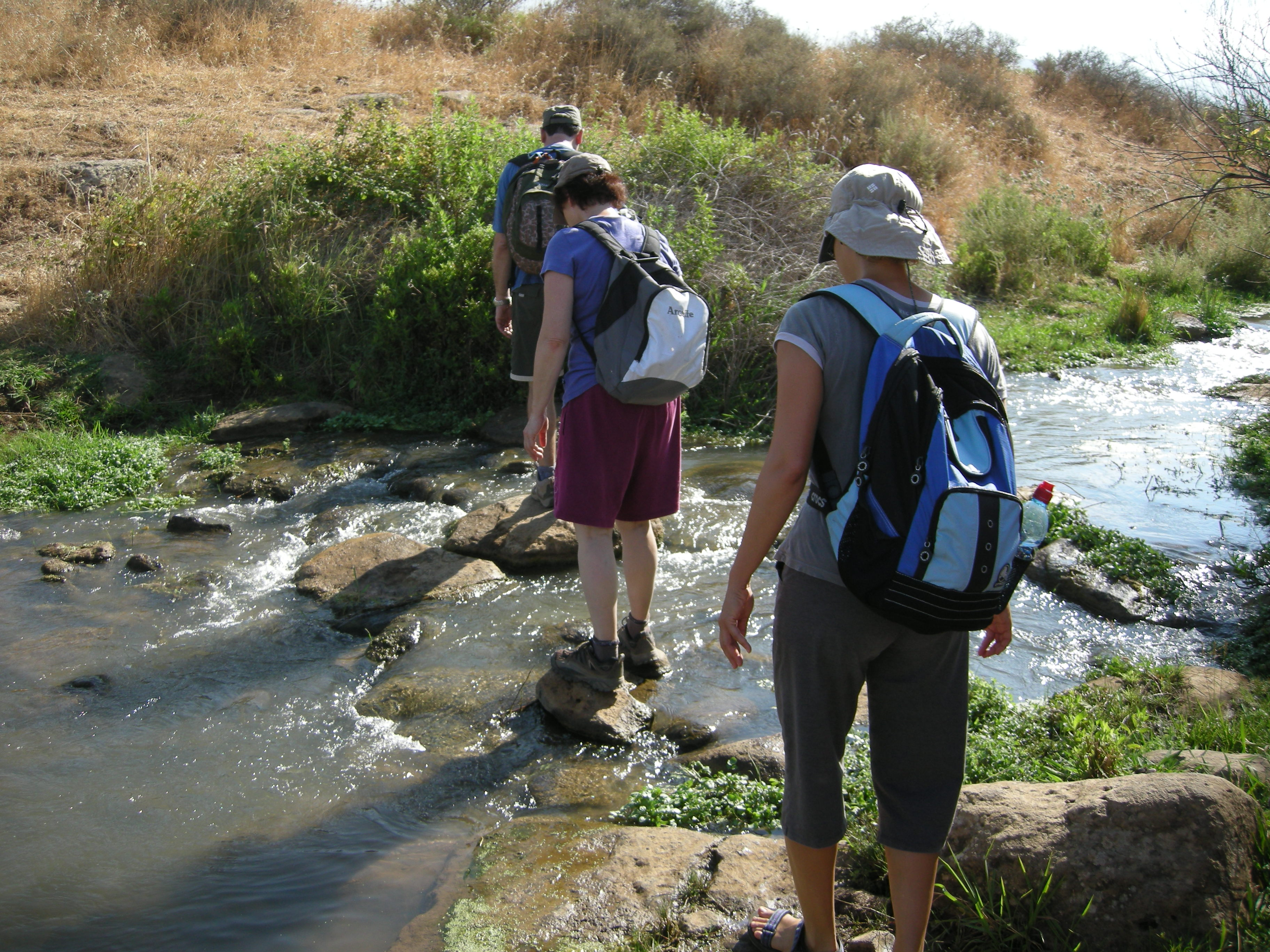במסלול הליכה מעגלי, נוח להליכה, המתאים למשפחות ללא עגלות ילדים