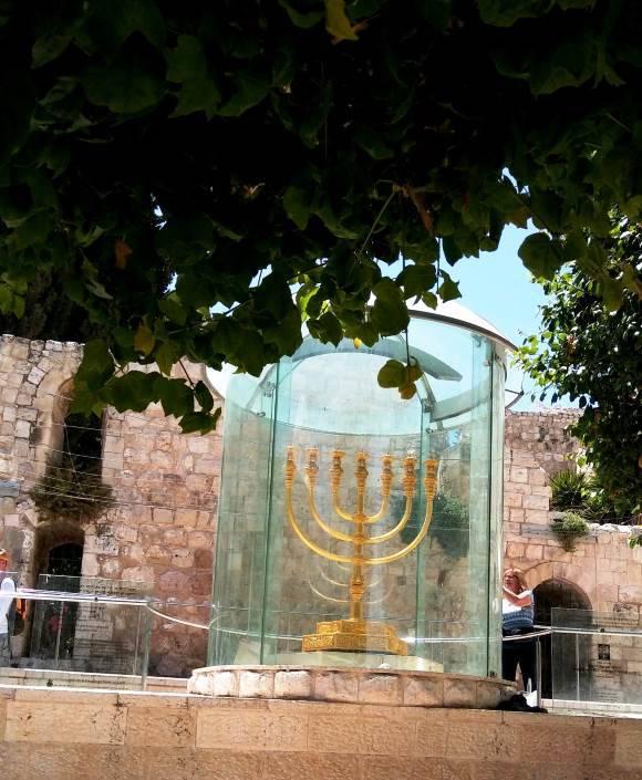 מנורת המקדש ברובע היהודי|צילום: נעמי גולן