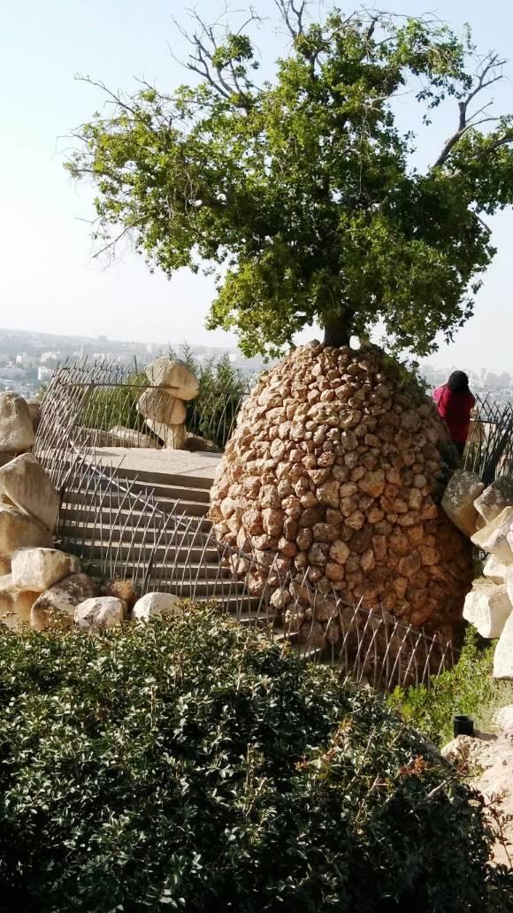 רמת רחל אנדרטת אייל יואל שנפל בחומת מגן|צילום: נעמי גולן