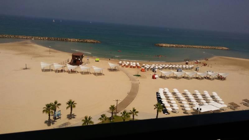 מלון דן אכדיה. מראה חף הים מהחלון| צילום: נעמי גולן.
