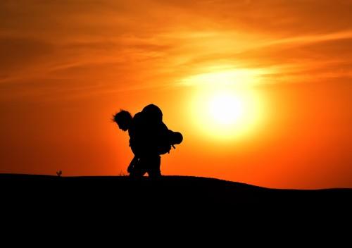 פנינו אל השמש העולה, מתוך התערוכה, צילום דוד וערן גל אור