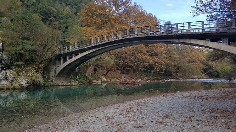 גשר על מים צלולים   צילום יאיר בן דוד